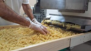 km-zero-tours-working-with-an-artisanal-pasta-lab-wich-produce-an-high-quality-product